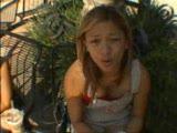 סינית חמודה מזדיינת מאחורה ומוצצת אש