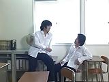 מורה אסיאתית לוהטת מזדיינת עם שני תלמידים