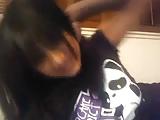 נערה חובבנית מחדירה אצבעות לכוס במצלמת הרשת