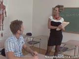 מורה מזדיינת חזק עם תלמיד שלה