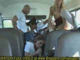 סקס לסבי באוטובוס