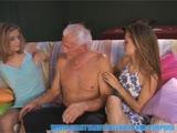 סבא זקן עם שתי צעירות רק שלא ימות